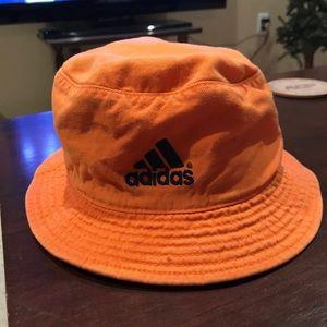 ❗️VINTAGE❗️Adidas Bucket Hat